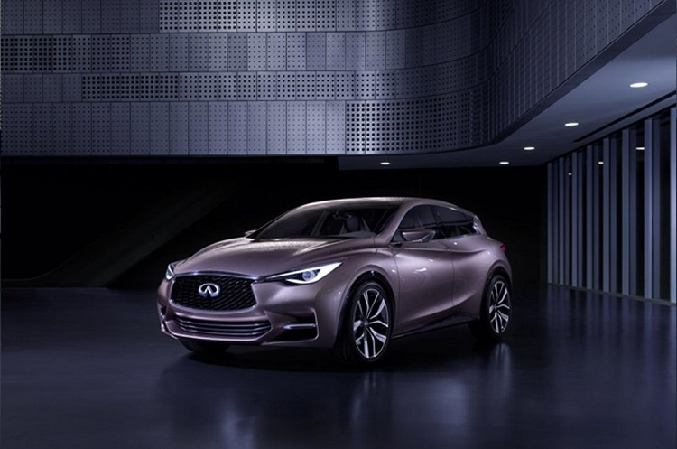2015 Infiniti Q30 front view