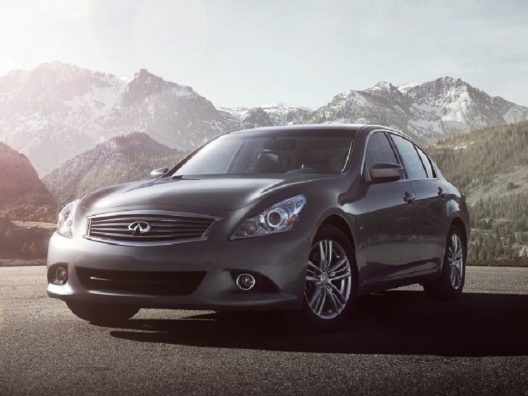 2015 Infiniti Q40 front view