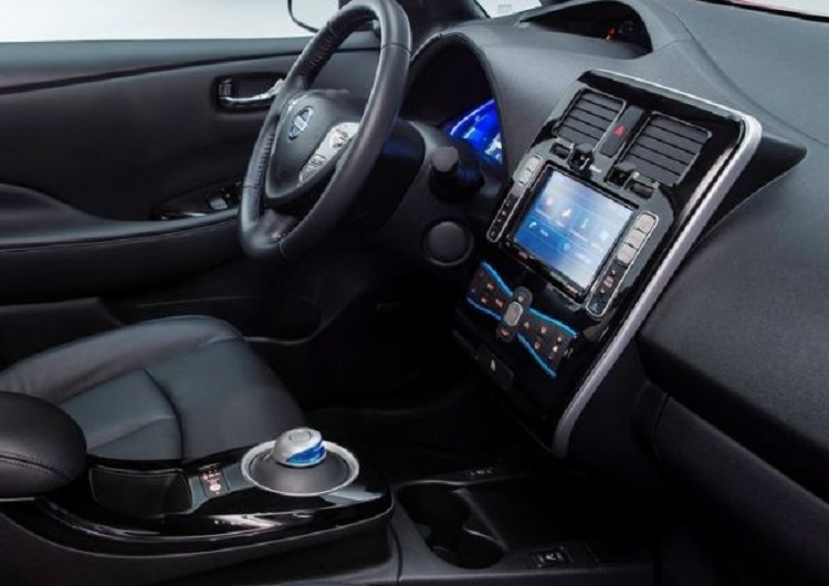 2015 Nissan Leaf interior