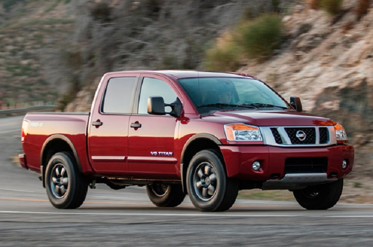 2015 Nissan Titan side view