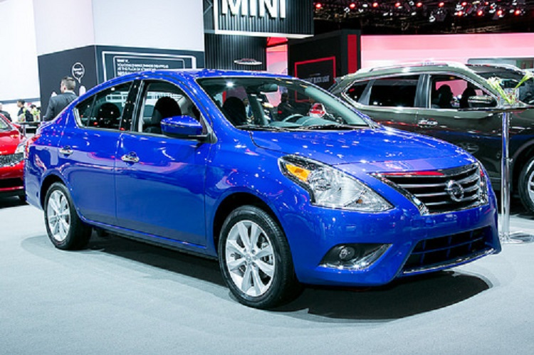 2015 Nissan Versa front view