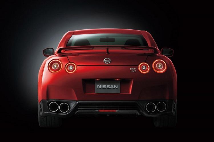 2015 nissan gt-r rear view