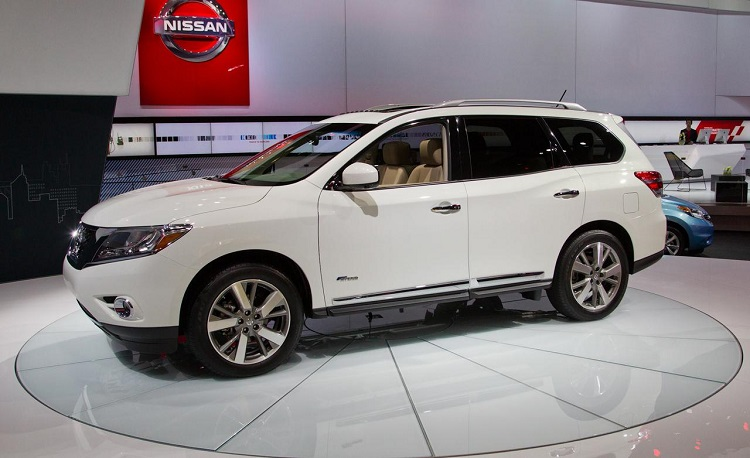 2015 nissan pathfinder front view