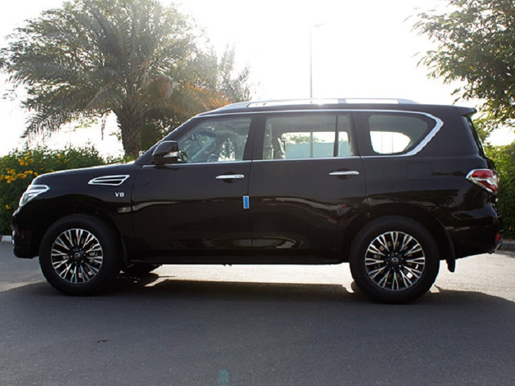 2015 nissan patrol side view
