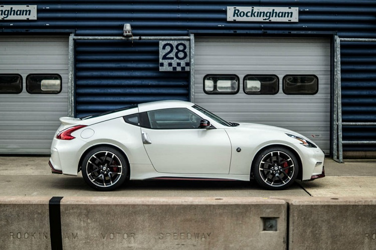 2015 nissan z nismo side view