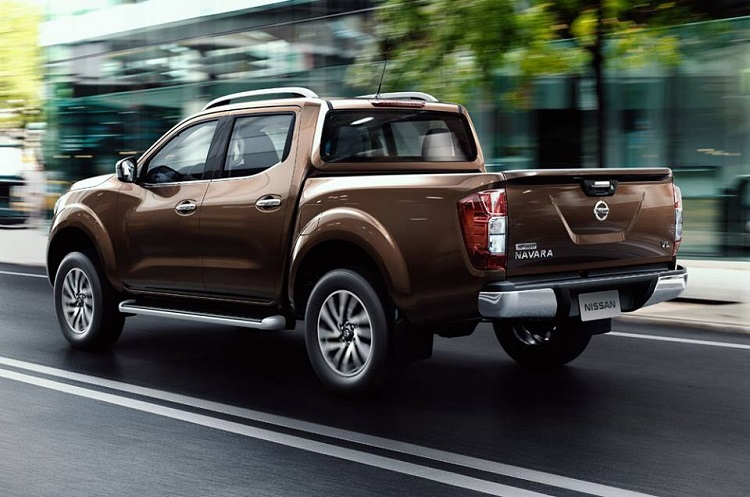 2016 Nissan Navara rear view