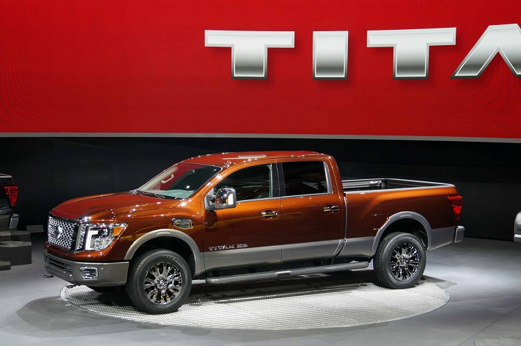 2016 Nissan Titan Diesel side view