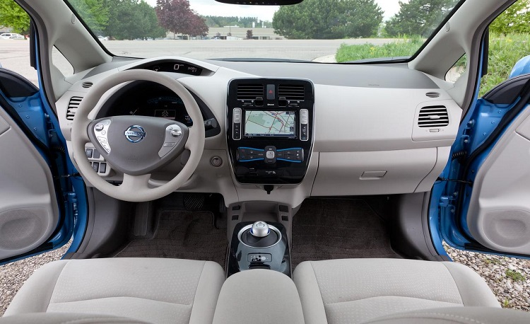 2016 nissan leaf interior