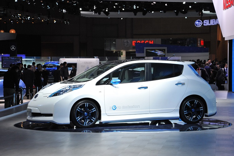 2016 nissan leaf side view