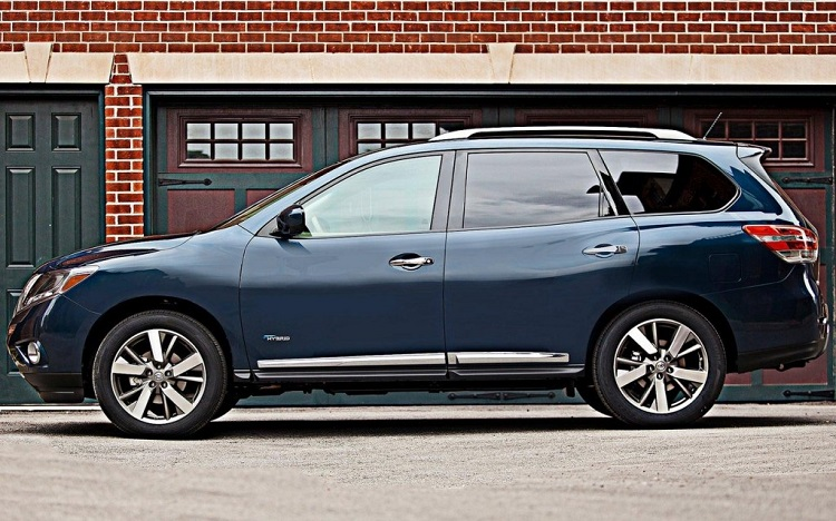 2016 nissan pathfinder side view