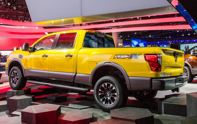 2016 nissan titan rear view