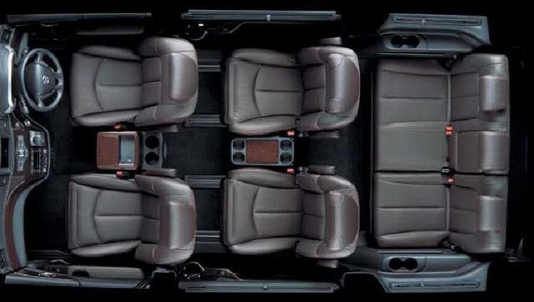 2015 Nissan Elgrand cabin