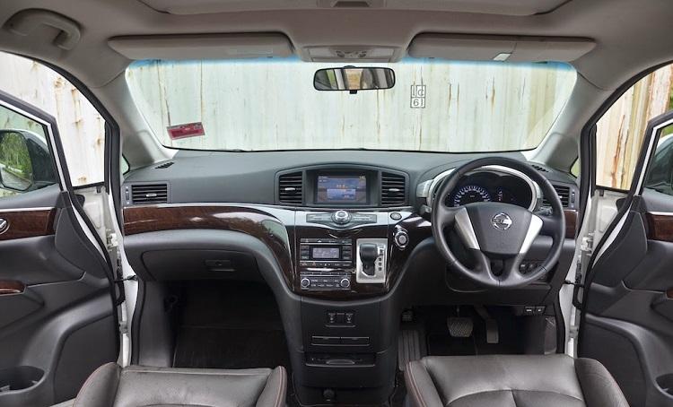 2015 Nissan Elgrand interior