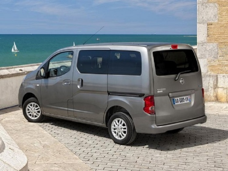 2015 Nissan NV200 rear view