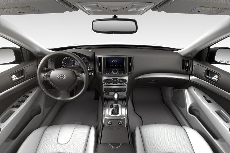 2016 Infiniti Q40 interior