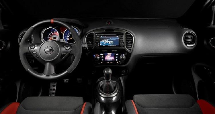 2016 Nissan Juke Nismo interior