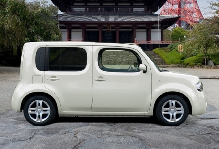 2016 nissan cube side view