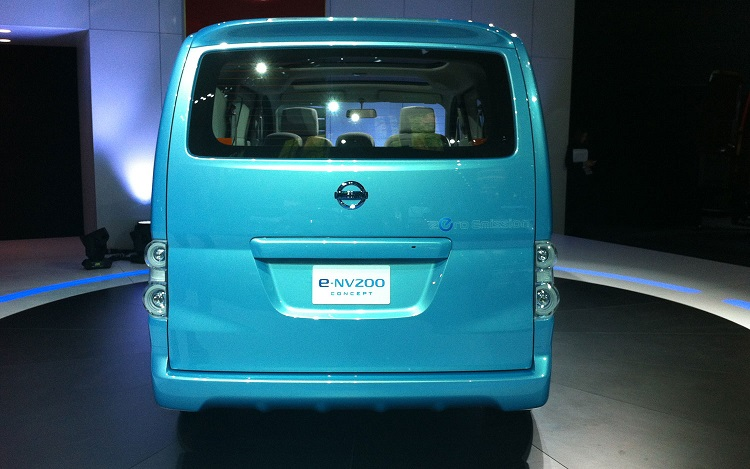 2015 Nissan e-NV200 rear view