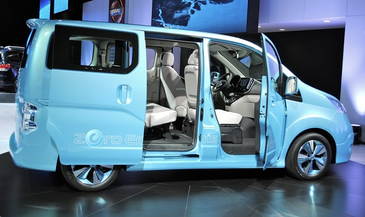 2015 Nissan e-NV200 side view