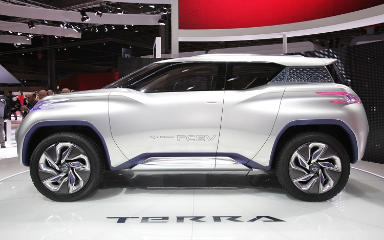 nissan terra side view