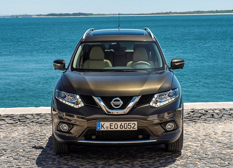 2017 Nissan X-Trail front view
