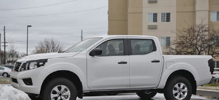 2018 Nissan Frontier side view