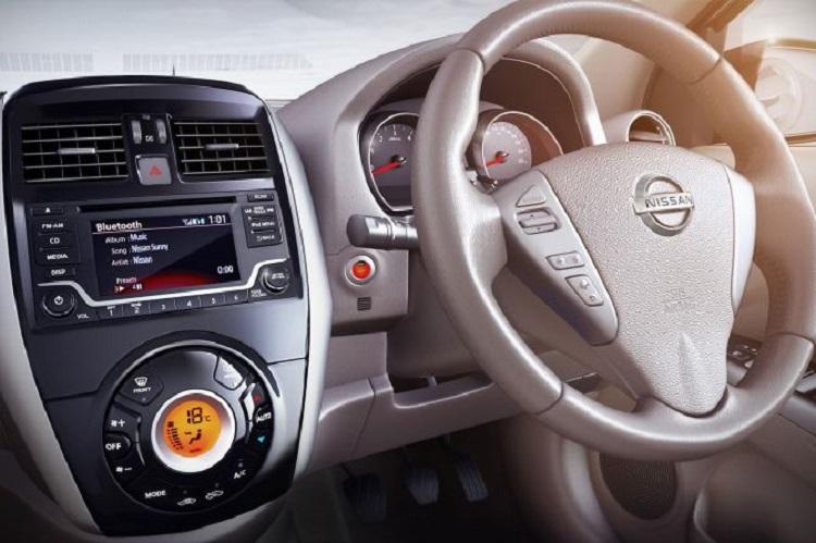 2016 Nissan Sunny interior