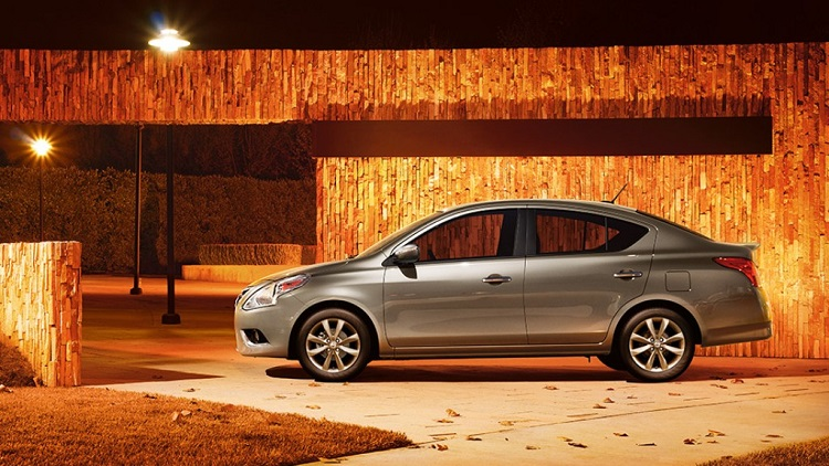 2017 nissan versa side view