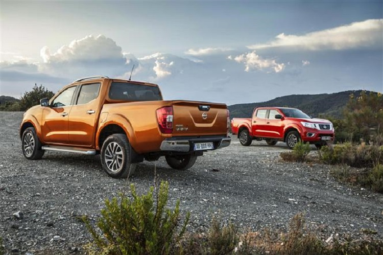 2018 Nissan Navara rear view