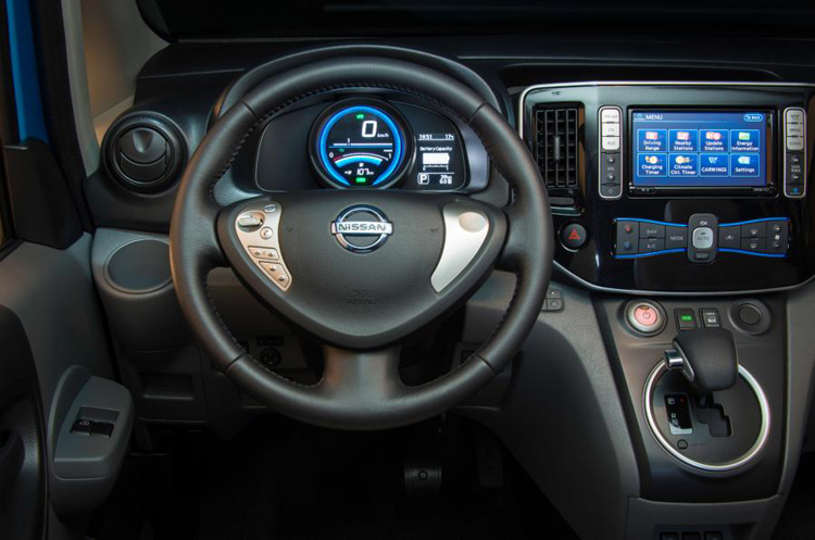 2017 Nissan e-NV200 dashboard