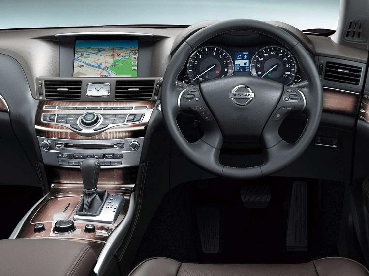 2017 Nissan Cima interior