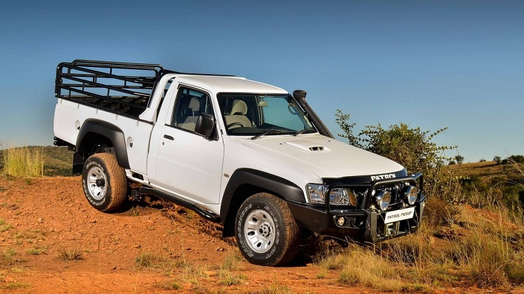 Nissan Patrol Pickup front view